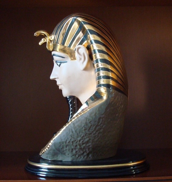 Head of Pharaoh Tutankhamun, porcelain and gold, Nadal