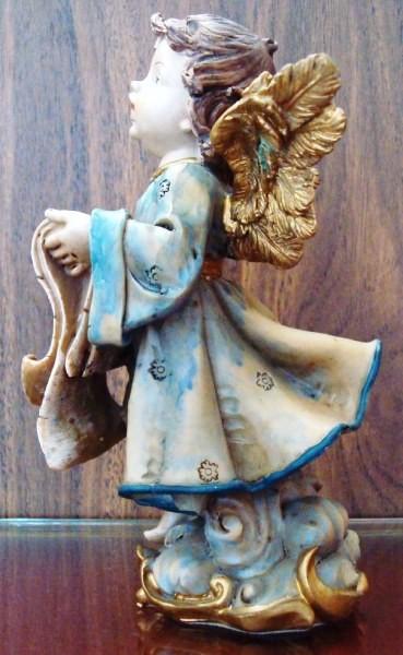 Ángel cantaor, figura de pie