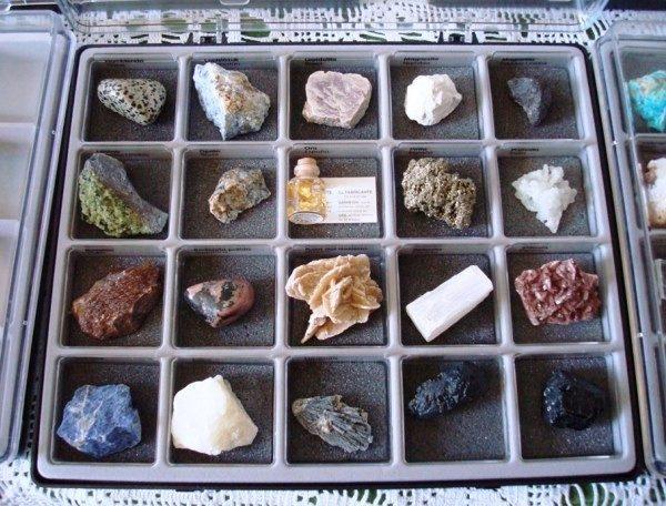 Colección de 64 Minerales y 15 Gemas, cajas contenedoras y carpetas