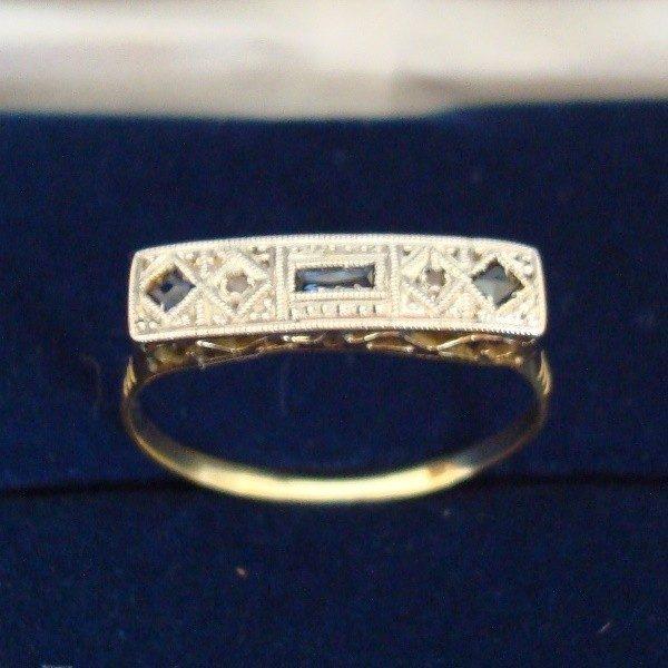 Anillo de oro y platino con 3 zafiros, de 1920