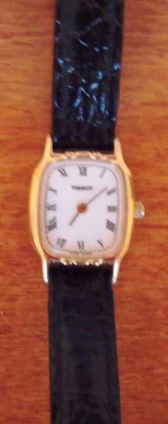 Reloj de pulsera dama chapado en oro, marca Tissot, de 1990