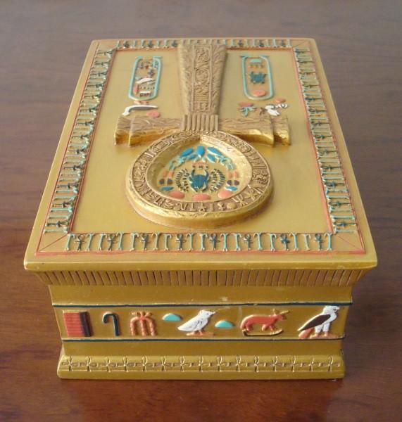 Caja dorada egipcia, tapa símbolo Anj