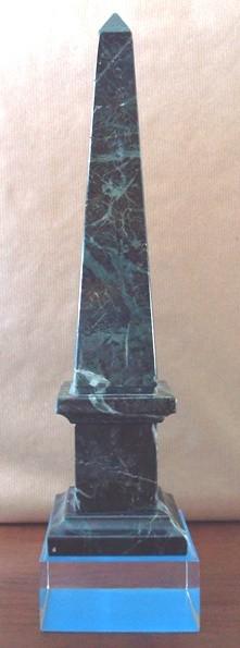 Obelisco de mineral de serpentina