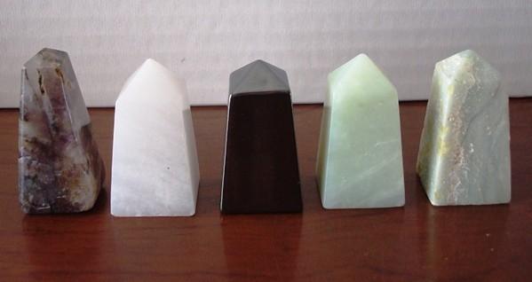 Lote 5 pequeños obeliscos de piedras semipreciosas