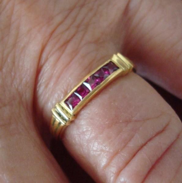 1960 Anillo dama de oro con 5 rubíes