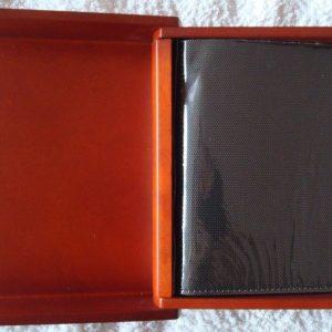 Álbum de fotos en madera con forma de libro