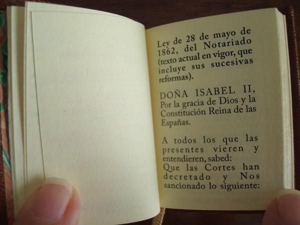 Ley del Notariado de 1862, mini libro de lujo