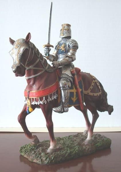 Escultura de Caballero medieval espada en alza
