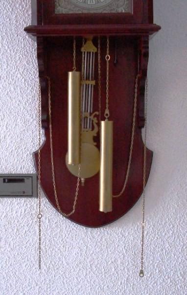 Reloj de pared pendular Radiant para salón